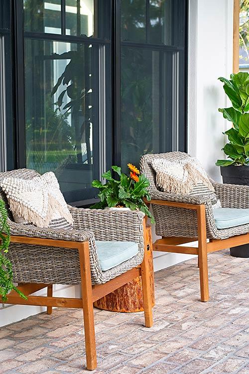 farmhouse, modern farmhouse, mid century modern, outdoor chairs, fringe pillows, fiddle leaf fig