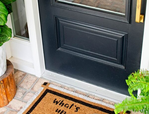 FUN + EASY HALLOWEEN DOORMAT DIY PROJECT